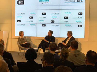 Publikum und 3 Leute bei Team Event der Münchner Sicherheitskonferenz 2019