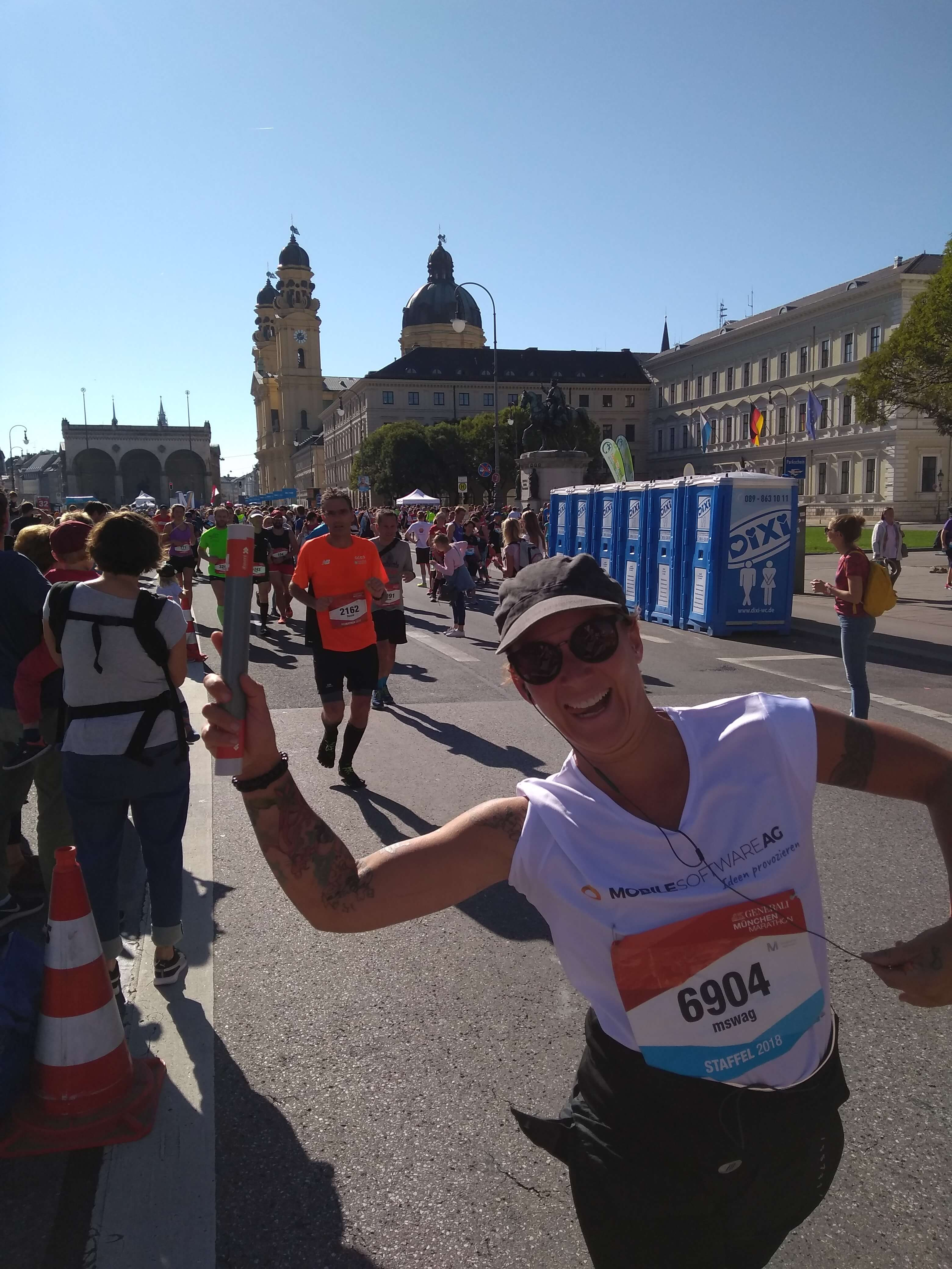 mSWAG Marathon Läuferin jubelnd