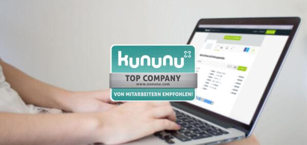 Kununu Top Company Award Logo, Frau mit Laptop auf deine Beinen im Hintegrund