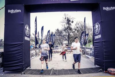 Mobile Software AG Läufer durchqueren das Ziel des Spartan Race 2019