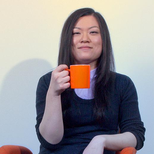 Yue mit Kaffetasse